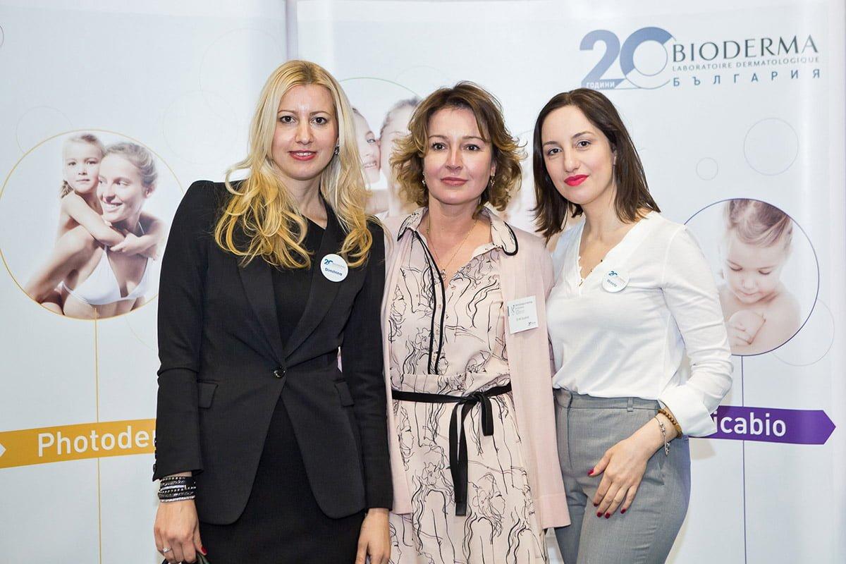 Д-р Магдалина Гюрова (в средата) на BIODERMA 2018